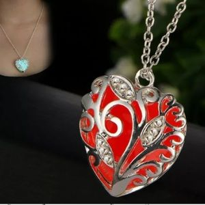 ❤️gorgeous red heart luminous glow in dark necklac